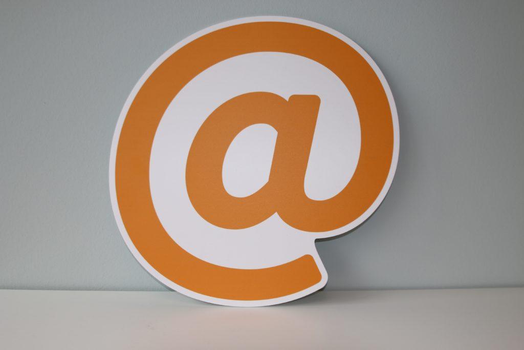 Foto do símbolo @ - Alternativas para o Gmail